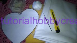 Cuscino portafedi con pizzi e roselline all'uncinetto (2)