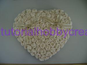 Cuscino portafedi con pizzi e roselline all'uncinetto (24)
