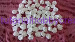 Cuscino portafedi con pizzi e roselline all'uncinetto (8)