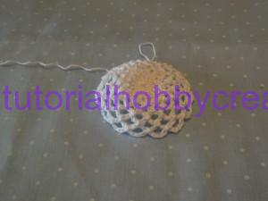 Tutorial per realizzare un cappellino all'uncinetto inamidato (7)