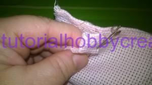 Tutorial per realizzare una borsetta portaconfetti in tela aida (6)