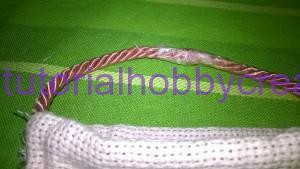 Tutorial per realizzare una borsetta portaconfetti in tela aida (8)
