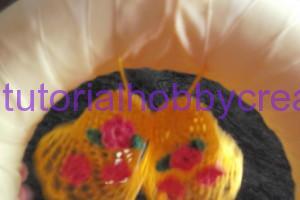 Tutorial per realizzare una ghirlanda di Pasqua con campane farfalle e fiori ll'uncinetto (7)