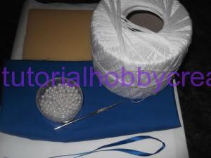 tutorial per realizzare un cuscino portafedi a filet modello ostrica con perle (2)