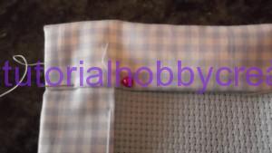 tutorial per realizzare una copertina in cotonina e tela aida (13)