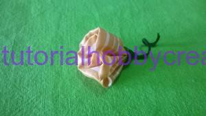 tutorial per realizzare una piccola rosellina di stoffa (11)