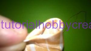 tutorial per realizzare una piccola rosellina di stoffa (5)
