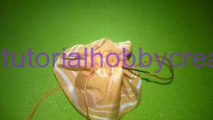 tutorial per realizzare una piccola rosellina di stoffa (7)