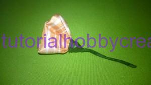 tutorial per realizzare una piccola rosellina di stoffa (9)